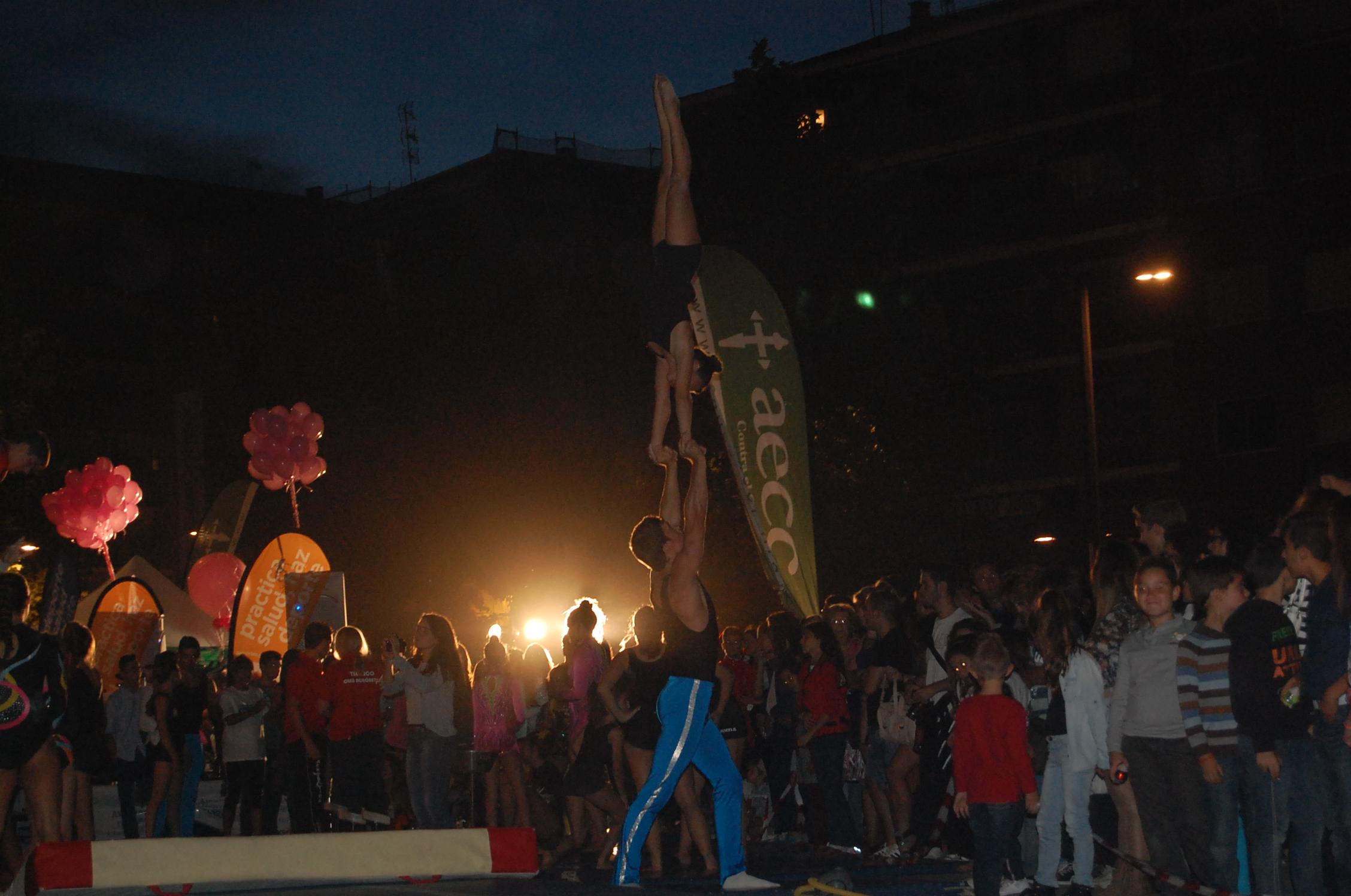 Exhibición de gimnasia acrobática durante la Noche en Blanco de Granada. Fuente: L.P.T./Avance Deportivo