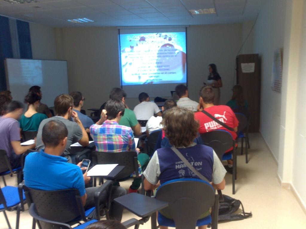 Zoraida Rodríguez Vílchez impartiendo el taller. Fuente: Avance Deportivo
