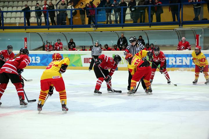 Imágenes durante el partido de la selección española de hockey hielo femenino frente a Canadá. Fuente: Javier Rebolledo/FEDH