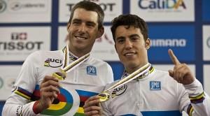 Torres y Muntaner con la medalle de oro. Fuente: AD