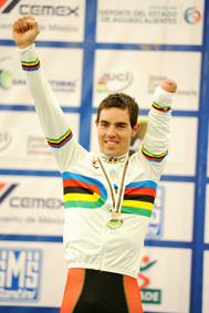 Alfonso cabello maillot arco iris