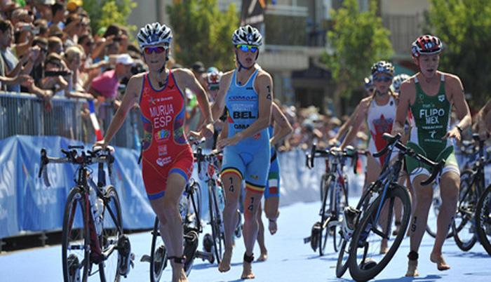 La triatleta Ainhoa Murua durante la competición. Fuente: Dario | ITU Media