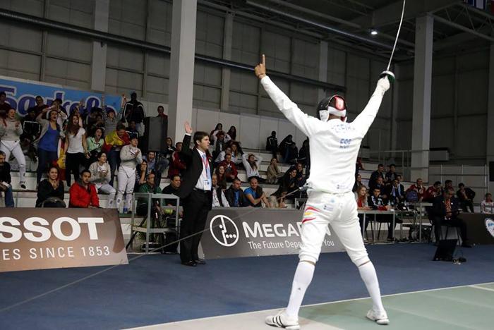 El tirador español Yulen Pereira tras ganar en un duelo.