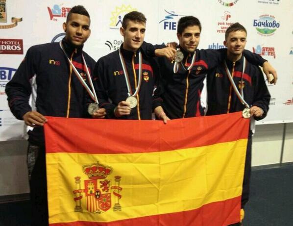 Yulen Pereira, Álvaro Ibáñez, Guillermo Sánchez y Ángel Fabregat con la medalla de plata. Fuente: RFE Esgrima