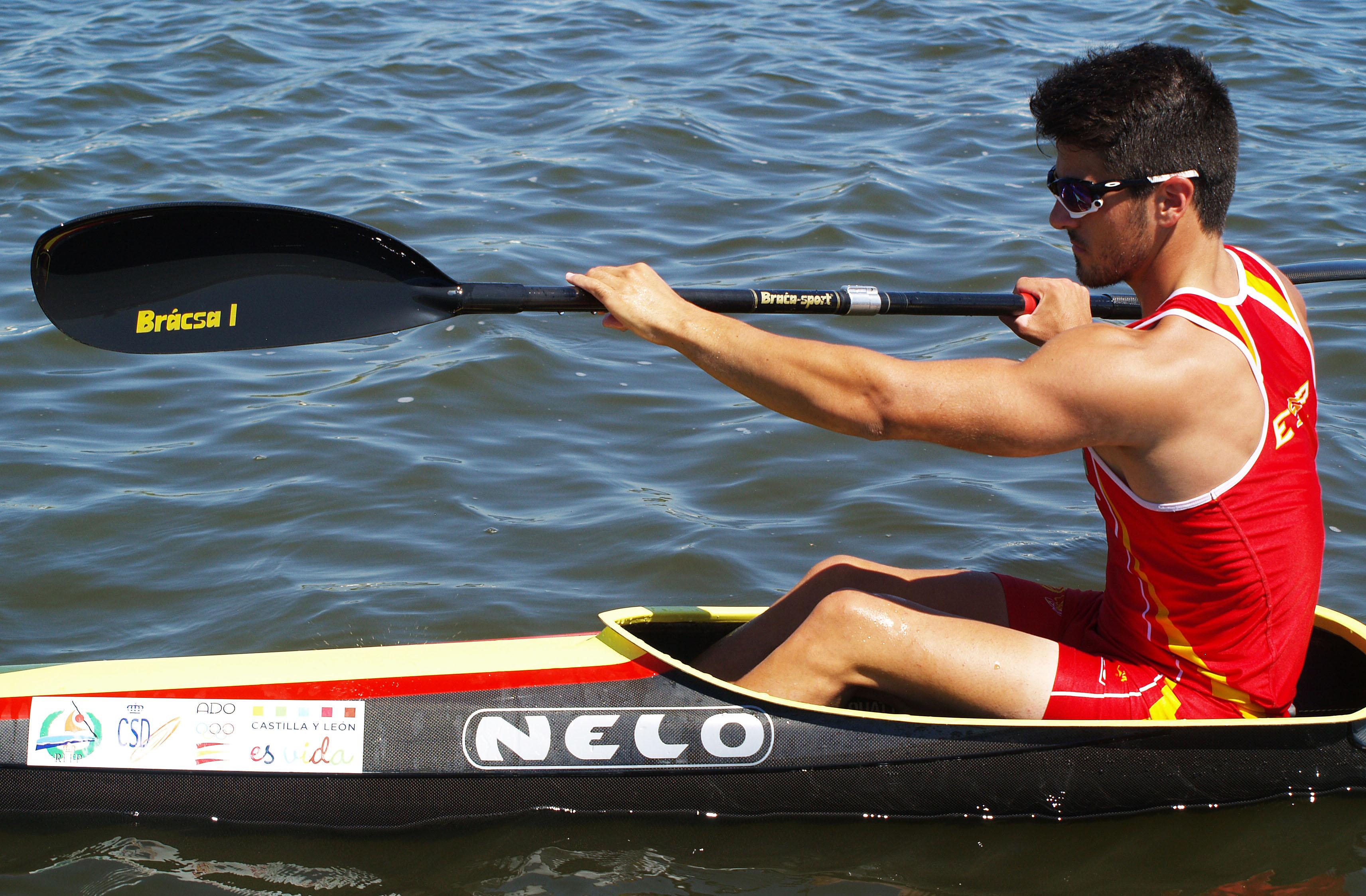 El piragüista español Paco Cubelos durante una competición. Fuente: AD
