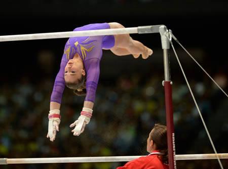La gimnasta española Roxana Popa durante un ejercicio.