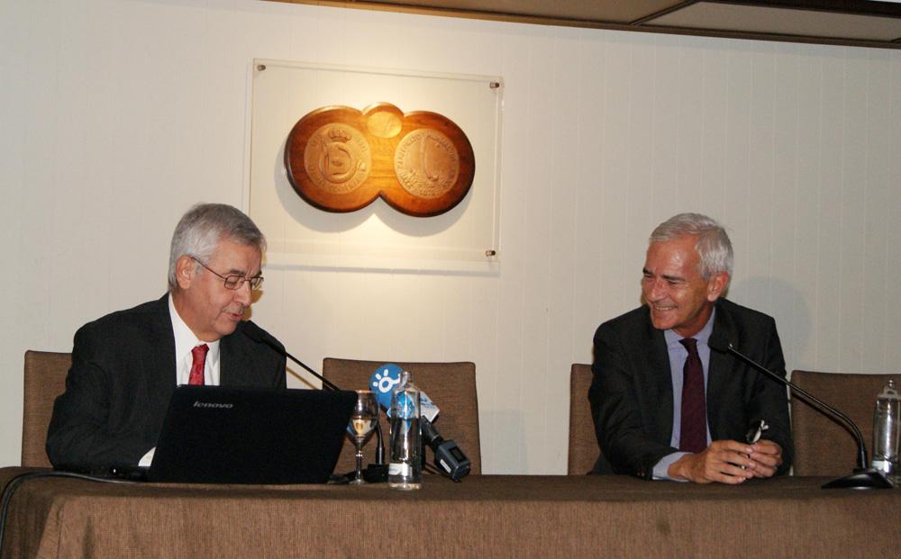 El doctor Jorge Barrio junto a José Agustín Gómez-Raggio, presidente del Real Club Mediterráneo.