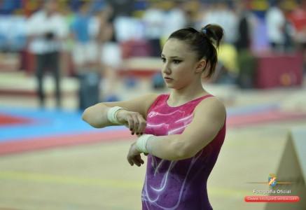 La gimnasta española Roxana Popa durante el campeonato de Europa en Sofía. Fuente: RFEG