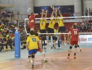 España gana a Ucrania y luchará por ir al Europeo