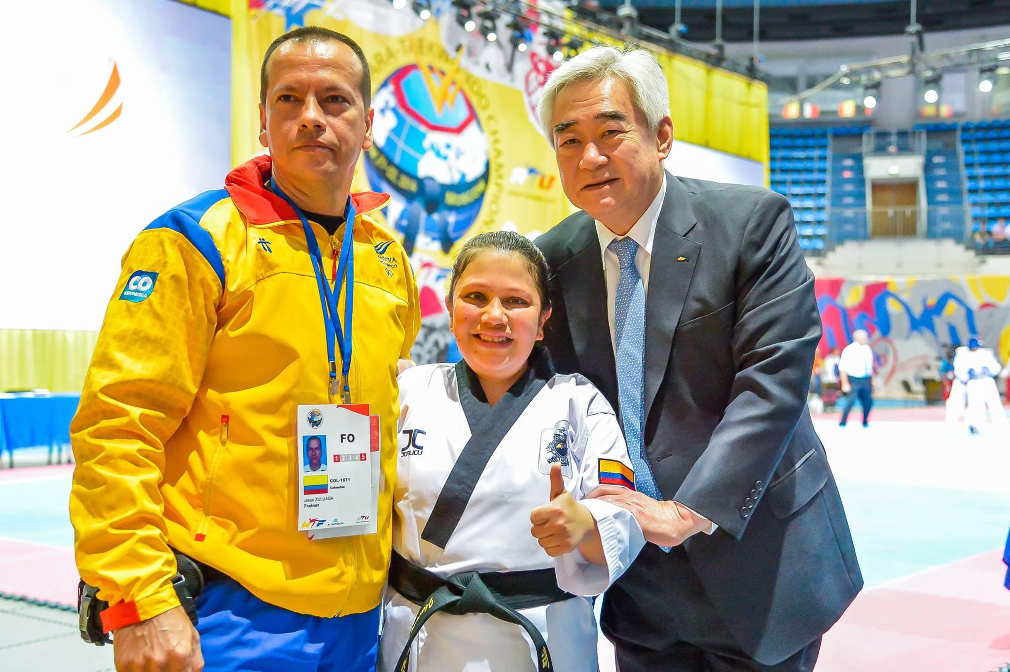 El presidente de la World Taekwondo Federation el Dr. Chungwon Choue (der.) en el Campeonato Mundial de Para-Taekwondo (Moscú). Fuente: AD