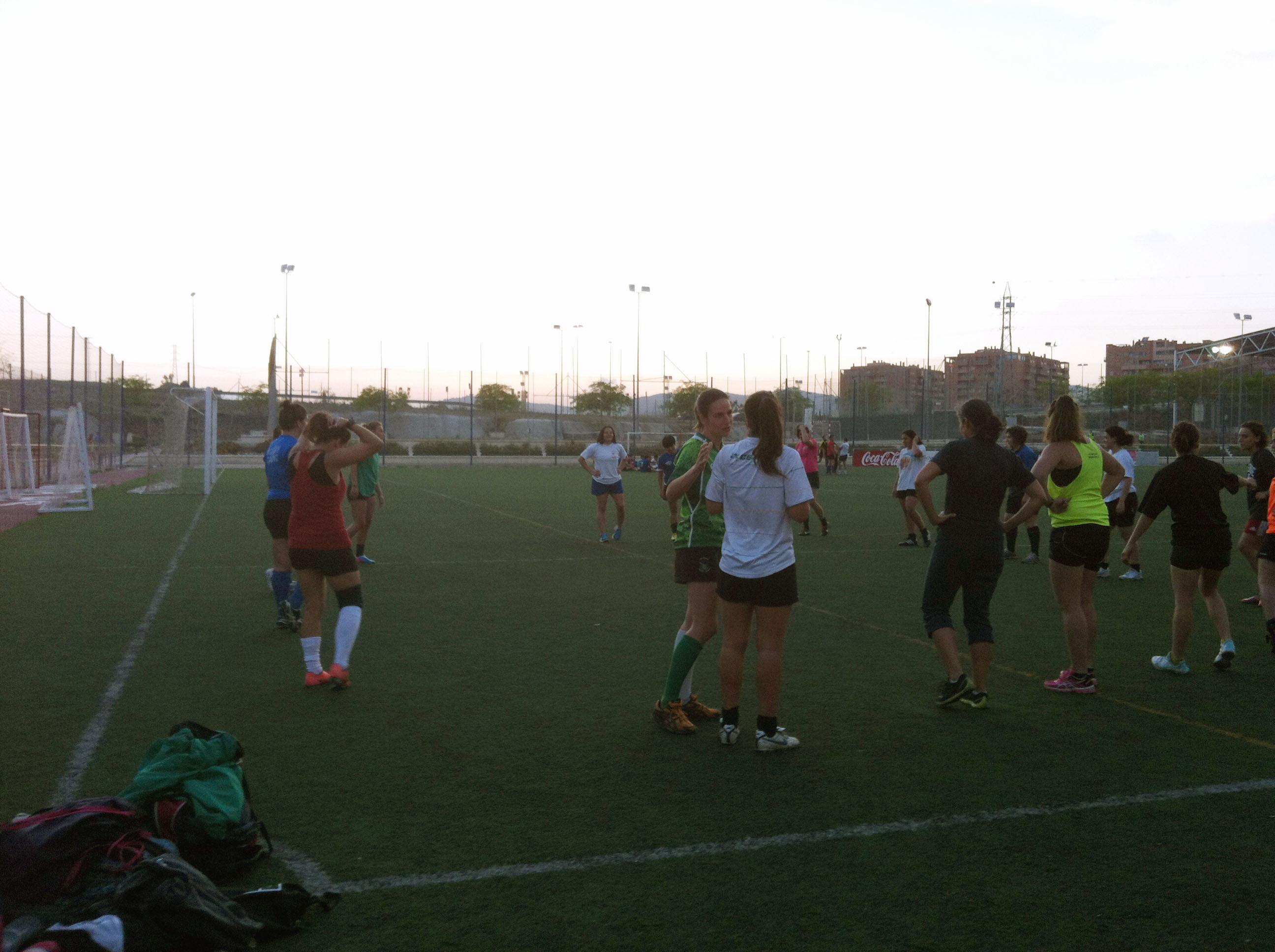 Alhambra Nievas junto al equipo de rugby femenino de la ciudad de Málaga (UMA) Fuente: AD