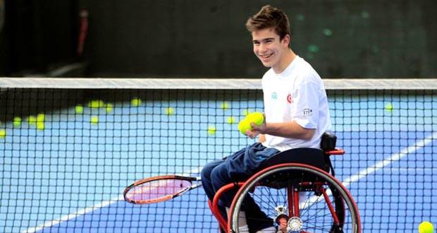 El joven tenista vigués Martín de la Puente. Fuente: AD