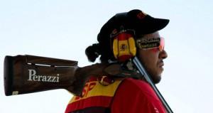 Fernández con su escopeta al hombro.