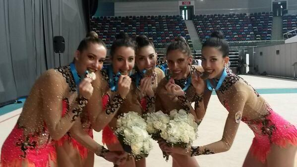 El conjunto español ha logrado la medalla de bronce en el ejercicio de mazas. Fuente: RFEG