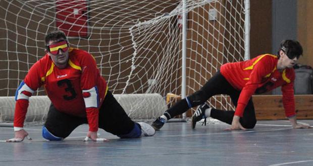 Dani Fernández y Román Martínez en un partido de 'La Roja' del goalball. Fuente: goalball.es