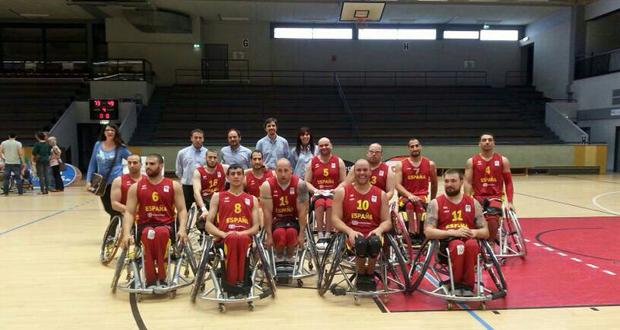 Los jugadores y el cuerpo técnico de la selección española de baloncesto en silla de ruedas.