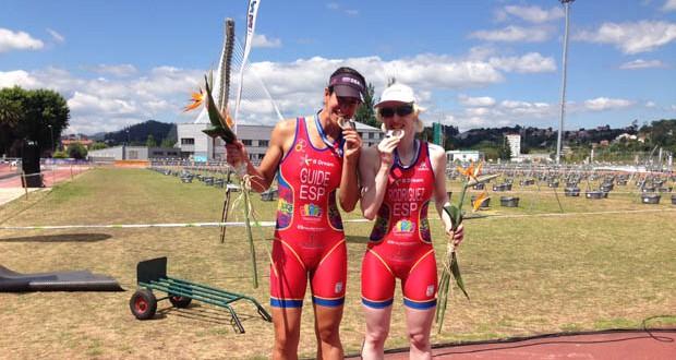 La guía Mayalén Noriega junto a la deportista Susana Rodríguez en Pontevedra. Fuente: Fetri