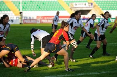 La jugadora recibe el oval durante un partido. Fuente: PhotoScrum
