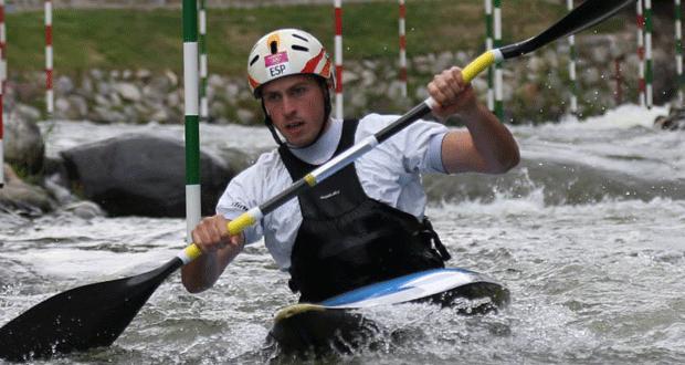 El palista Samuel Hernanz durante una competición de slalom.