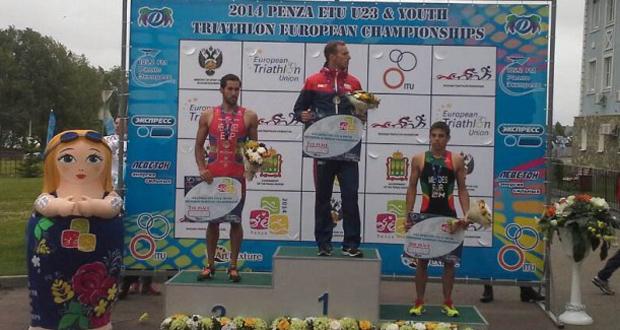 El canario Vicente Hernández en el segundo cajón del podio. Fuente: Fetri