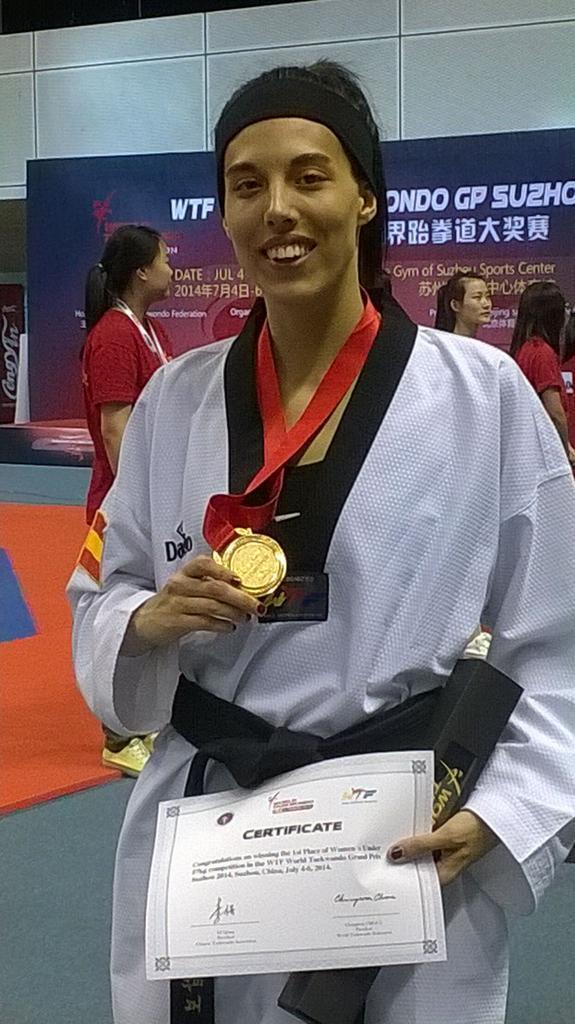 Eva Calvo luce el oro de Suzhou. Fuente: FETAEKWONDO