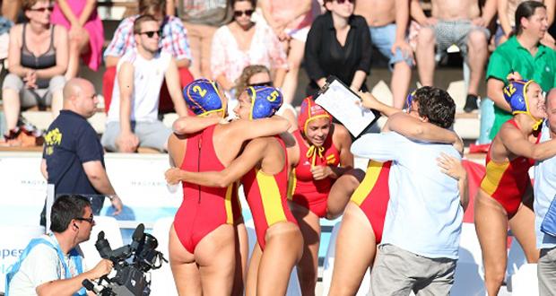 Las jugadoras españolas celebran su pase a la final del Europeo. Fuente: waterpoloworld
