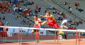 Garrantxo salta una valla en una carrera. Fuente: AD