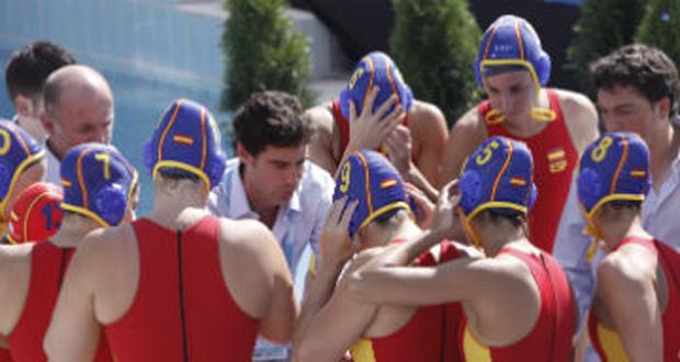 Miki Oca da instrucciones a sus jugadoras en el Europeo. Fuente: RFEN