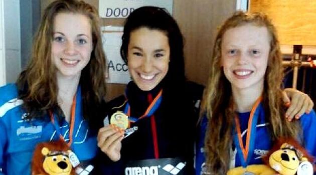 La joven tras conseguir su 1ª medalla de oro en el Europeo Júnior. Fuente: AD