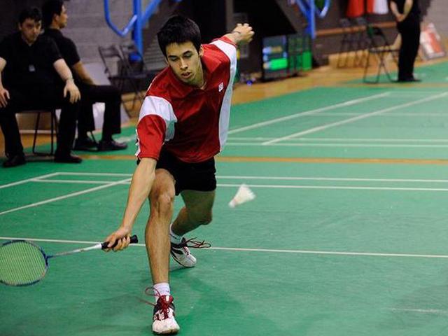 Luis Enrique Peñalver jugando al bádminton. Fuente: AD