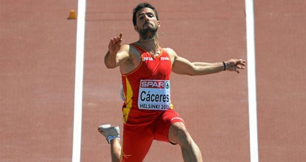 El saltador alicantino Eusebio Cáceres durante un campeonato. Fuente: AD
