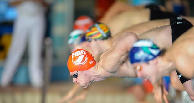 Guillermo Sánchez preparado para saltar al agua. Fuente: AD