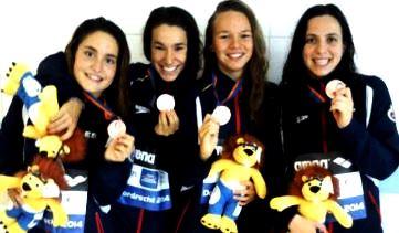 Sandra Pallarés tras conseguir la medalla de bronce en relevo 4x200 libre en el Campeonato de Europa Junior. Fuente: AD