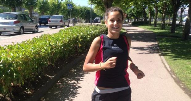 La joven gallega se encuentra en la categoría cadete, a pesar de ello, compite con triatletas que la superan en edad. Fuente: AD