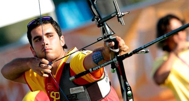 El arquero Juan Ignacio Rodríguez apunta con su arco. Fuente: AD