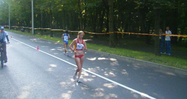 La atleta Julia Takacs durante una competición. Fuente: AD