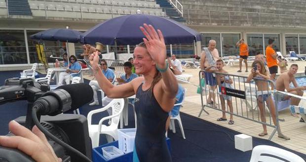Mireia Belmonte tras lograr el oro y el récord en 1.500 libre en Barcelona. Fuente: RFEN