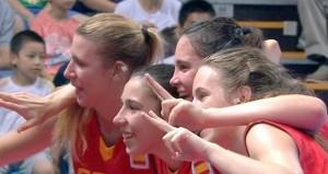 Las chicas celebran la medalla. Fuente: COI