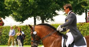 El jinete malagueño Daniel Martín Dockx junto a su caballo 'Grandioso'. Fuente: AD