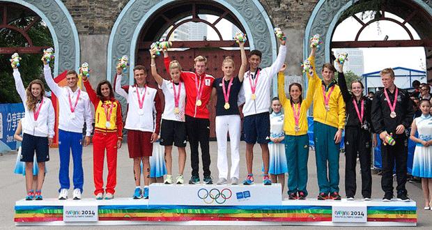 podio-triatlon-mixto-nanjing-avance-deportivo