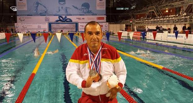 Miguel Ángel Martínez Tajuelo con las 5 medallas del campeonato de Europa. Fuente: AD