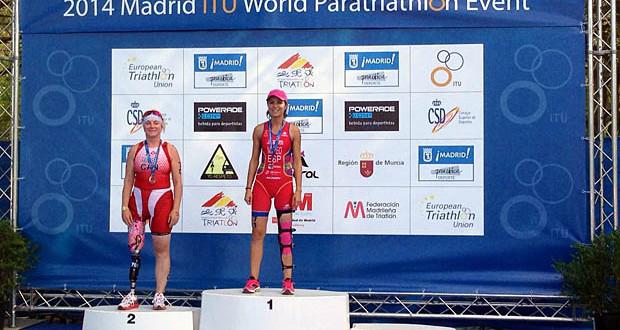 Rakel Mateo en el primer peldaño del podio. Fuente: triatlon.org