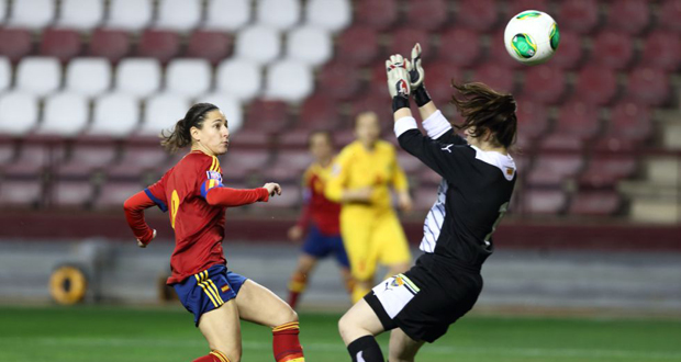 Vero Boquete anota un gol con la selección española. Fuente: RFEF Sefútbol