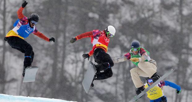Regino Hernández (azul) y Lucas Eguíbar (rojo), en los Juegos Olímpicos de Sochi. Fuente: AD