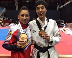 Brigitte Yagüe y Eva Calvo con los oros. Fuente: fetaekwondo