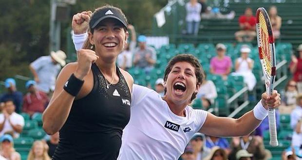 Las tenistas españolas Garbiñe Muguruza y Carla Suárez tras ganar en Stanford. Fuente: RFET