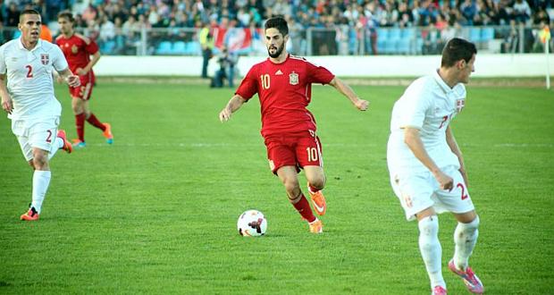 El futbolista de la selección española Isco Alarcón, en el partido ante Serbia. Fuente: Sefútbol