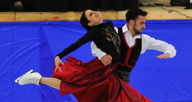 Sara Hurtado y Adrián Díaz en una competición en Canadá. Fuente: Melanie Hoyt - Icedance