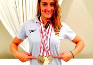 Mireia con las medallas en Tokyo. Fuente: RFEN