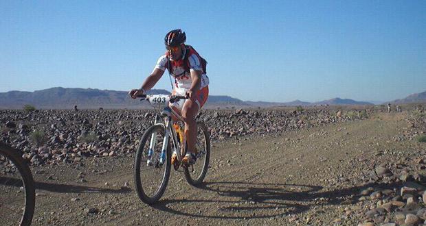 El ciclista José Manuel Moreno Periñán en la Titán Desert de mountain bike. Fuente: Go Fit